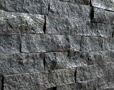 Spalturi granit Negru